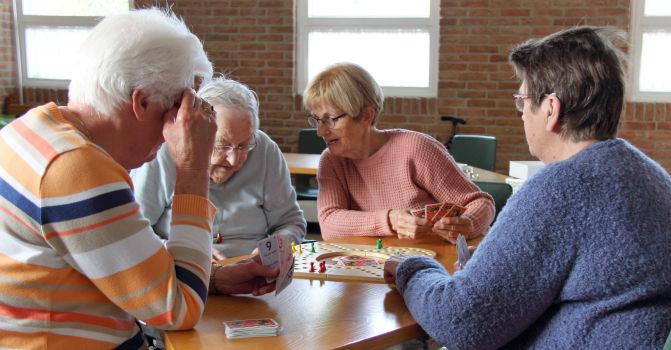 Populair ouderenmiddag met spelletjes elke maand in Het Octaaf &SM76