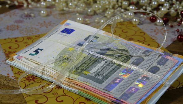papiergeld in een lintje