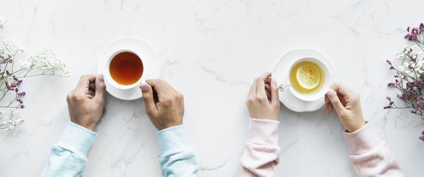 samen aan de koffie en in gesprek
