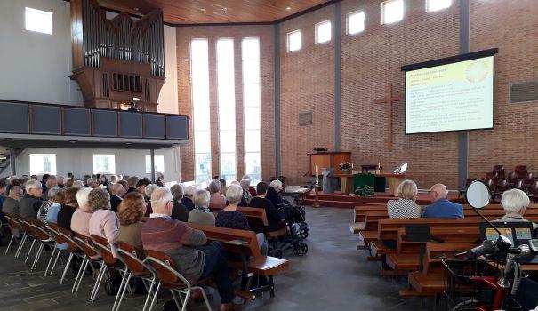 foto tijdens kerkdienst Octaaf