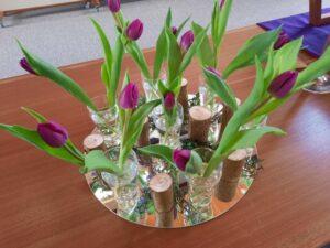 bloemschikking getiteld gedenken